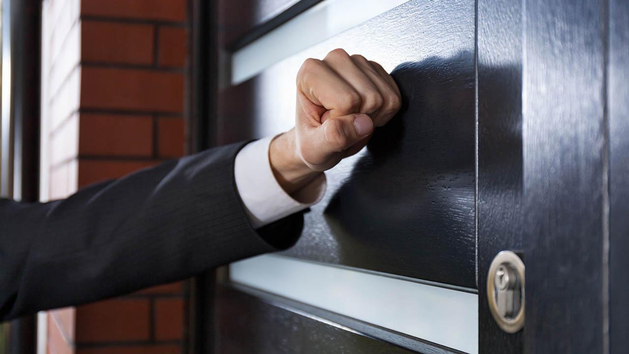 Ваш долг продали коллектору. Что нужно знать и как защитить себя от противоправных действий?